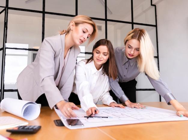 事業戦略スケッチプロセス 無料写真