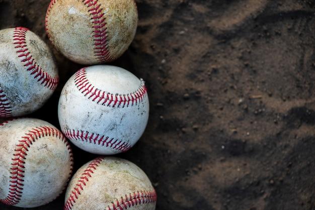 コピースペースで汚れた野球のクローズアップ 無料写真