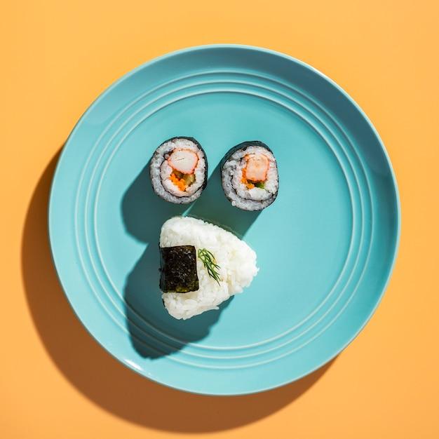 Плоские лежал суши роллы с рисом Бесплатные Фотографии