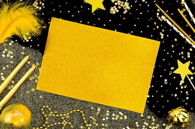 キラキラとキラキラと黄色のコピースペースモックアップカード 無料写真