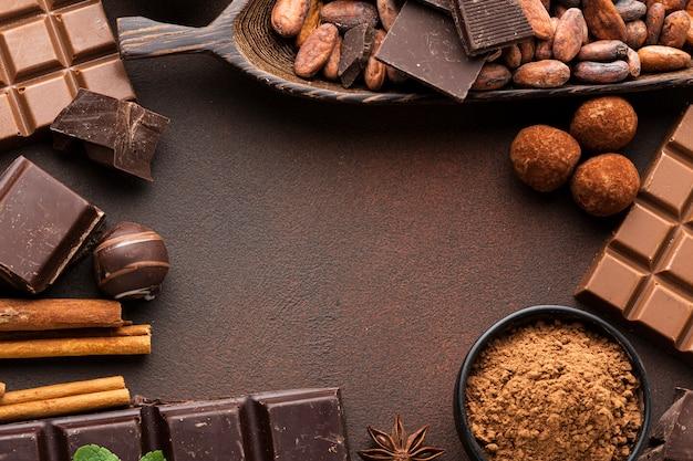 チョコレートに囲まれたコピースペース 無料写真