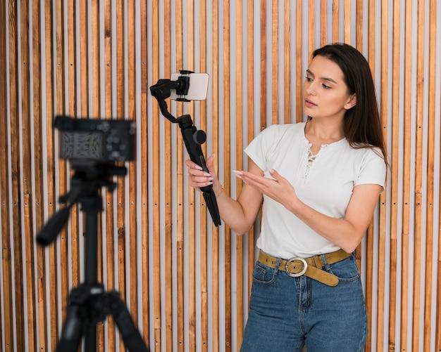 若い女性のビデオを録画 無料写真