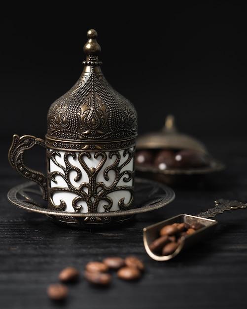 Турецкая чашка кофе с кофейными зернами Бесплатные Фотографии