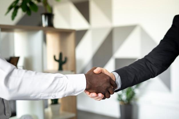 握手の同僚のクローズアップ 無料写真