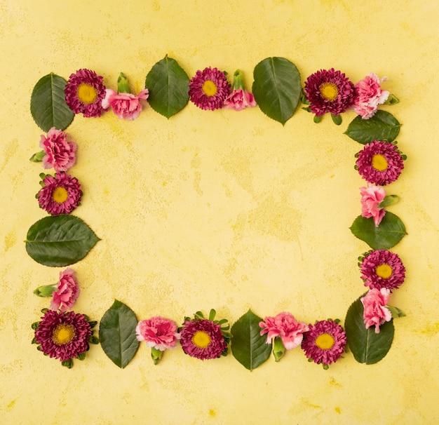 お祝いの自然な花のフレーム構成 無料写真