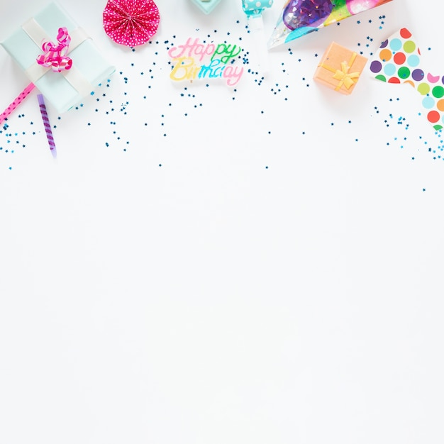 Красочная композиция из предметов на день рождения с копией пространства Бесплатные Фотографии