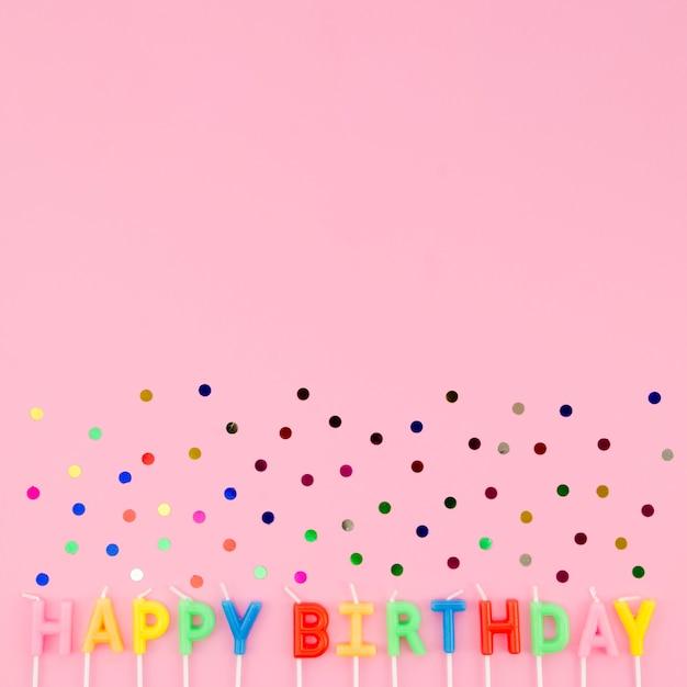 С днем рождения сообщение с конфетти Бесплатные Фотографии