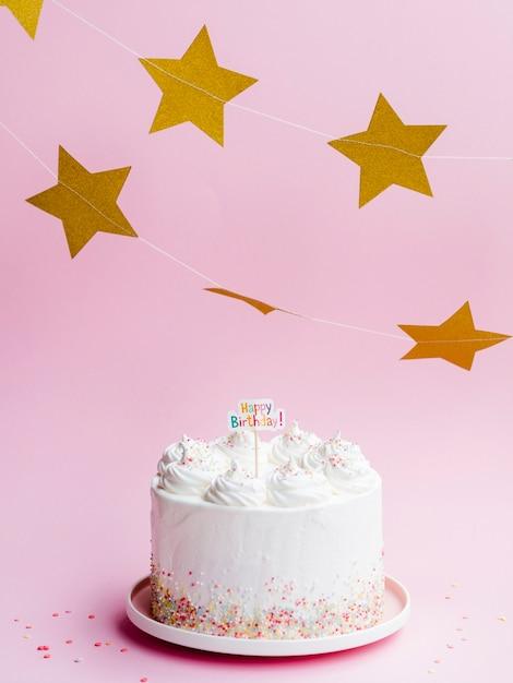 美味しい誕生日ケーキと金色の星 無料写真