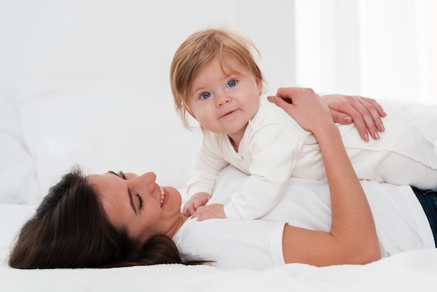 母持株美しい赤ちゃん 無料写真