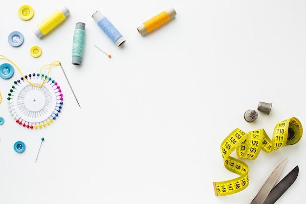 Вид сверху аксессуары для шитья и сантиметра Бесплатные Фотографии
