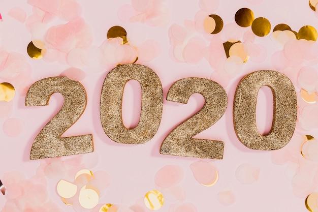 金とピンクの紙吹雪と新年のサイン 無料写真
