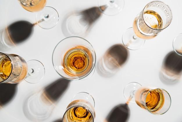 Вид сверху игристых бокалов для шампанского Бесплатные Фотографии