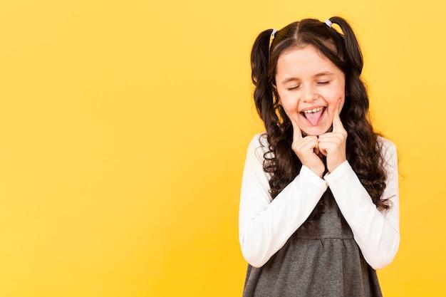 コピースペースの肖像若い女の子 無料写真