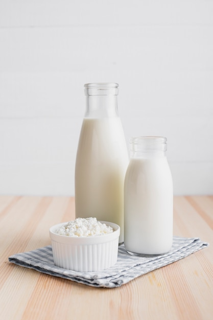 フレッシュチーズの牛乳瓶 無料写真