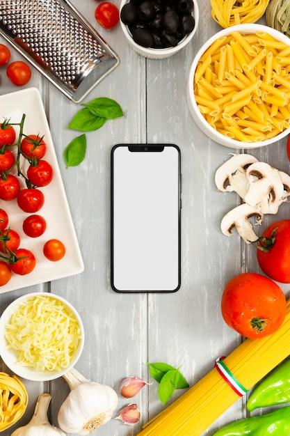 スマートフォンのモックアップ付きフードフレーム 無料写真