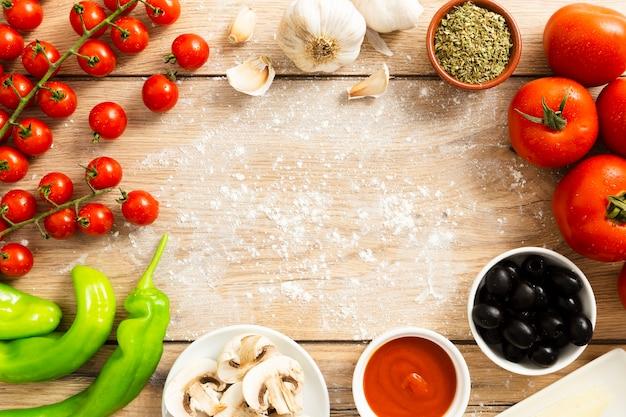 トマトとオリーブのフードフレーム 無料写真