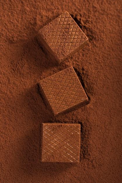 ココアパウダーにチョコレートワッフル 無料写真