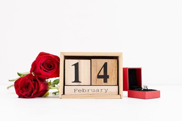 Украшение обручальным кольцом и розами Бесплатные Фотографии