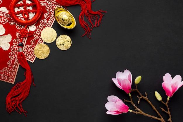 黄金のコインとマグノリアの中国の新年 無料写真