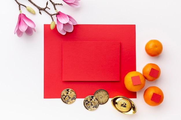 Магнолия и монеты с картой макета китайского нового года Бесплатные Фотографии