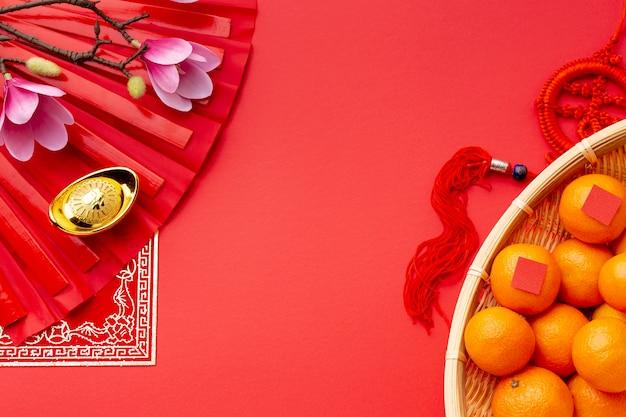 Мандарины и магнолия вид сверху китайский новый год Бесплатные Фотографии