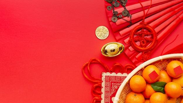 みかんとペンダント中国の新年のバスケット 無料写真
