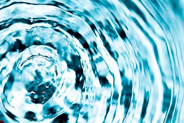 クローズアップの青い水のリングと波 無料写真