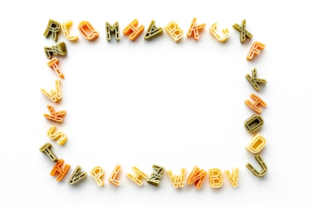未調理のアルファベットパスタフレーム 無料写真