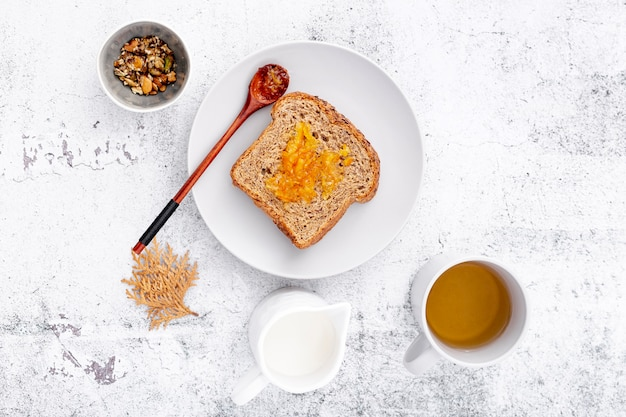 パンと紅茶の朝食 無料写真