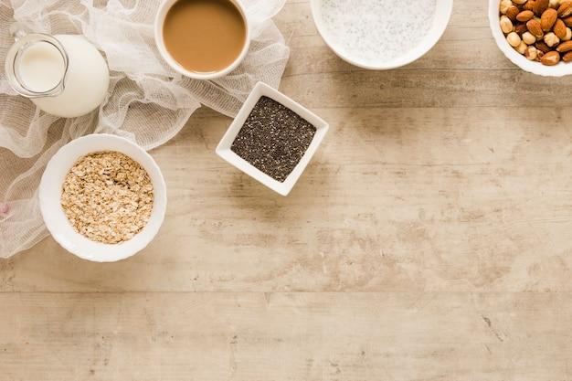 フラットレイアウトエンバク種子とコーヒーコピースペース 無料写真
