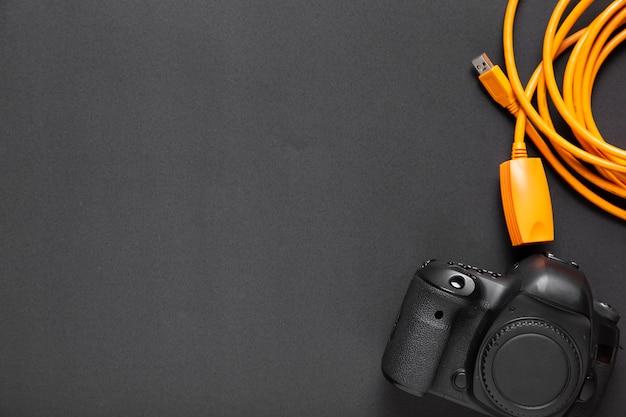 Плоская планировка камеры на черном фоне с копией пространства Бесплатные Фотографии