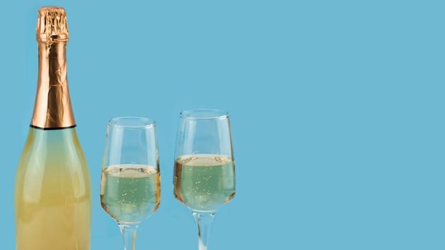Вид спереди шампанского и бокалов с копией пространства Бесплатные Фотографии