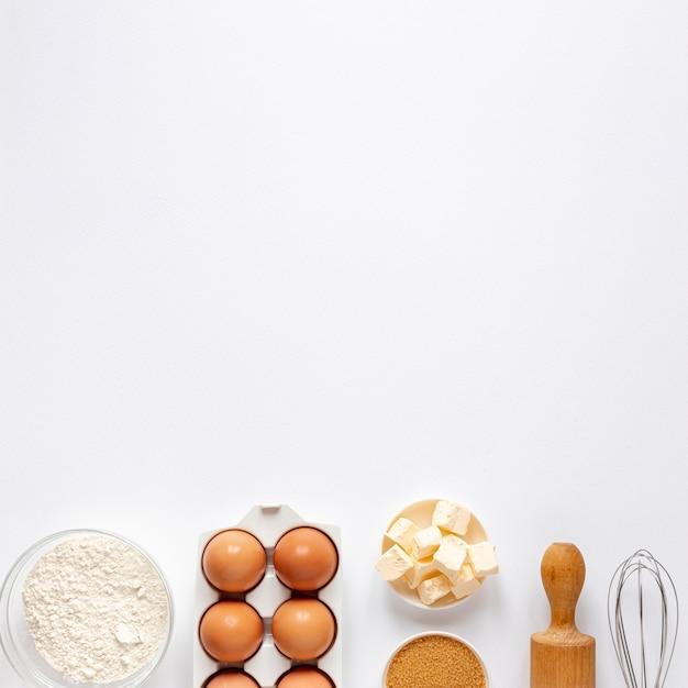 小麦粉卵砂糖とキッチンローラー 無料写真