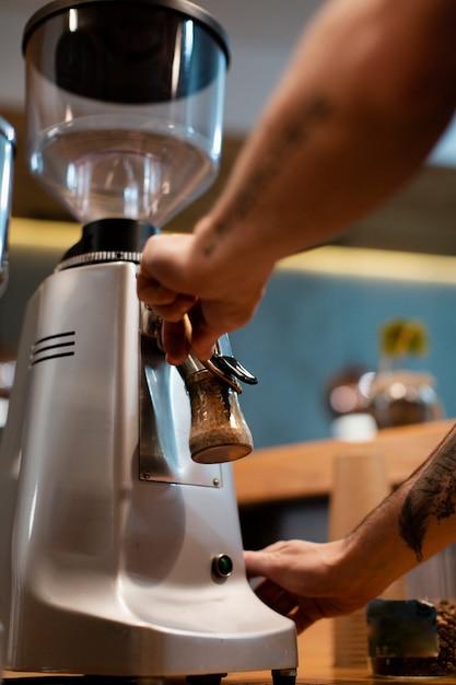 Крупным планом кофеварка в кафе Бесплатные Фотографии
