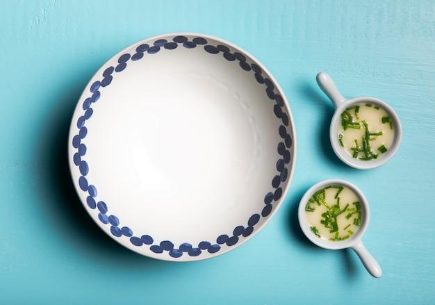 Плоский соус в тарелках и миске Бесплатные Фотографии