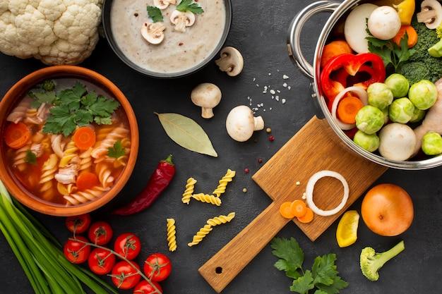 フジッリと野菜スープを鍋に平干し野菜 無料写真
