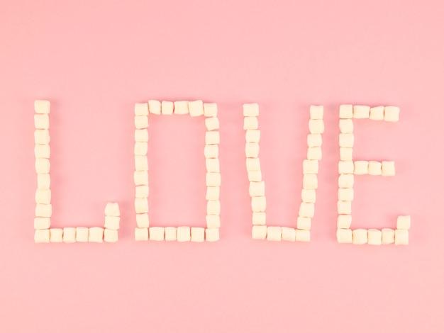 お菓子で作られた愛の概念 無料写真