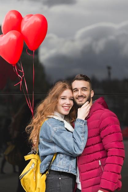 幸せなカップルの正面図 無料写真
