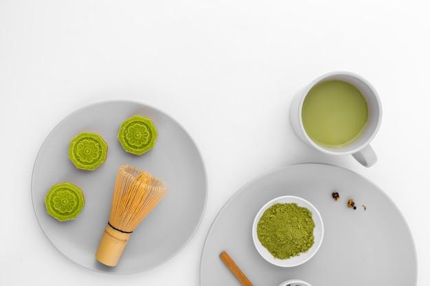 テーブルの上のトップビューおいしい抹茶ティーコンセプト 無料写真