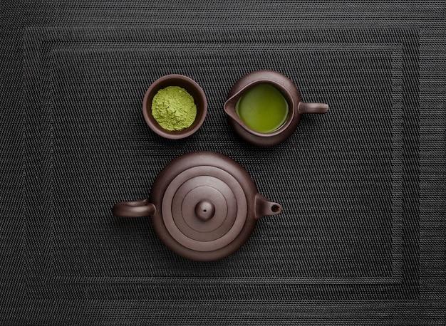 ティーポットと粉末の抹茶のトップビュー 無料写真