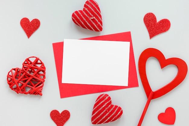День святого валентина бумага с сердечками Бесплатные Фотографии