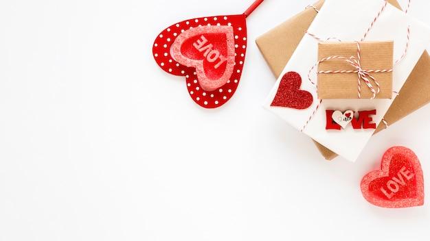 バレンタインの心とコピースペースが付いているギフト 無料写真