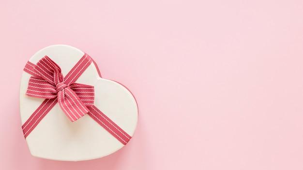 バレンタイン用のハート型ギフト 無料写真