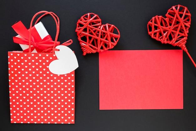 ギフトと紙でバレンタインの日バッグ 無料写真