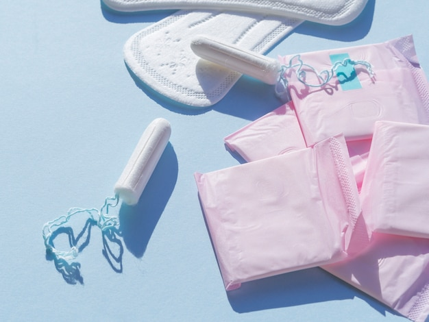Разнообразие женской менструальной гигиены плоской планировки Бесплатные Фотографии
