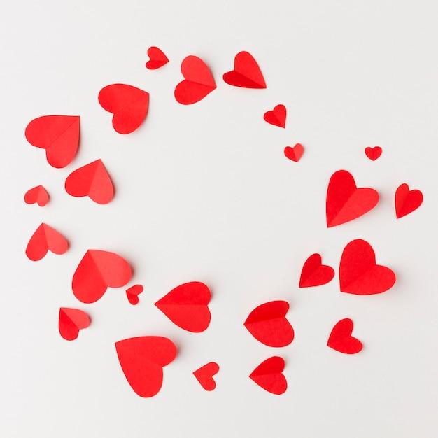 Вид сверху рамки бумажных сердец Бесплатные Фотографии