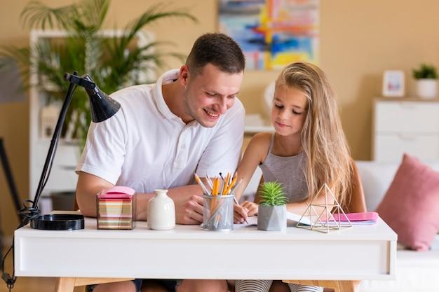 Отец и дочь, объединяя Бесплатные Фотографии