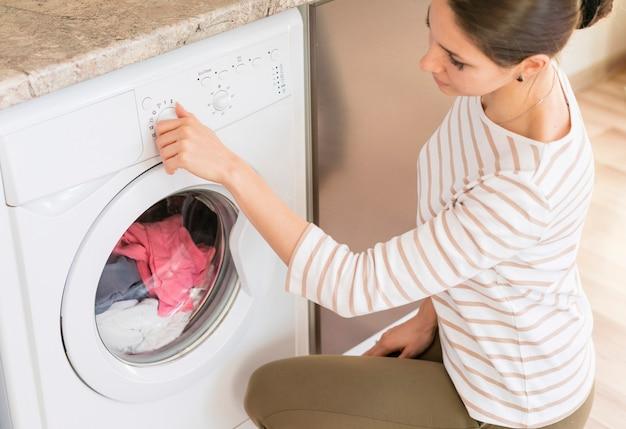 洗濯機で女性を選ぶプログラム 無料写真