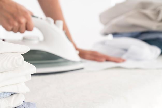 衣類や衣類の鉄の山 無料写真