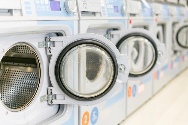 ドアが開いているきれいな洗濯機 無料写真